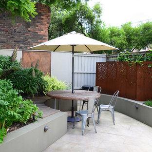 Свежая идея для дизайна: двор в современном стиле без защиты от солнца - отличное фото интерьера