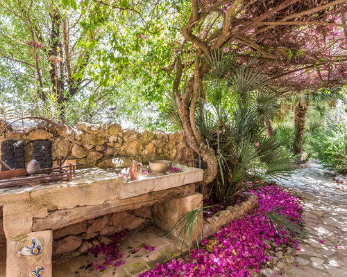 Ideas para patios dise os de patios con adoquines de piedra natural - Mesas de piedra para exterior ...