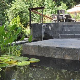 Foto di un patio o portico moderno con fontane