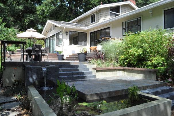 Modern Patio by Huettl Landscape Architecture