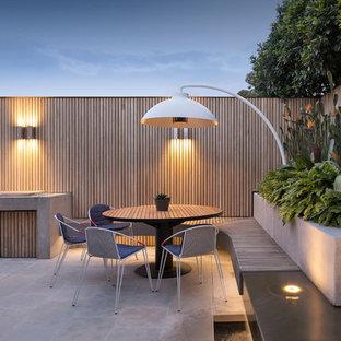 Idéer för små funkis uteplatser på baksidan av huset, med kakelplattor