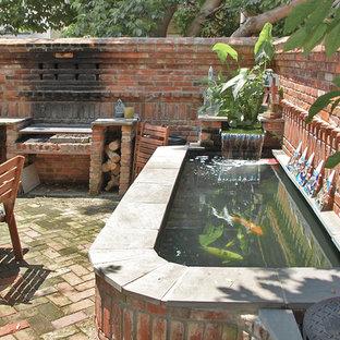 Foto di un patio o portico boho chic con pavimentazioni in mattoni