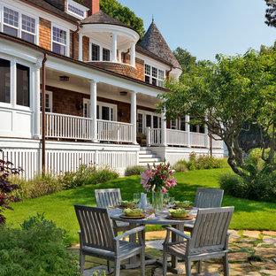 Foto di un patio o portico vittoriano con pavimentazioni in pietra naturale e nessuna copertura