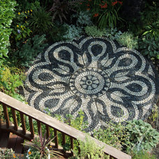 Mediterranean Patio by Pebble and Co. Mosaics
