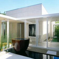 Contemporary Patio by Dirk Denison Architects