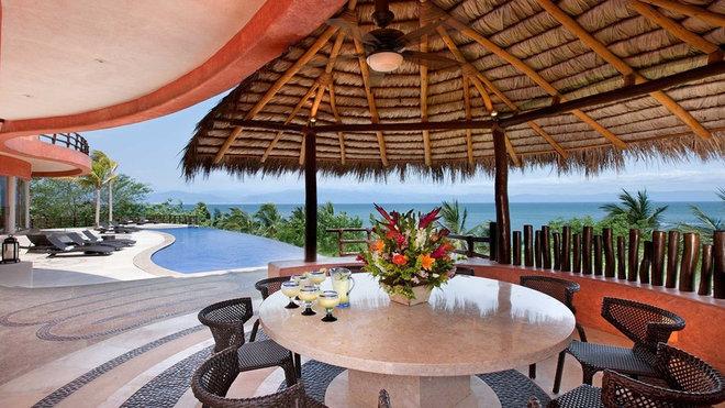Tropical Patio by arqflores / architect