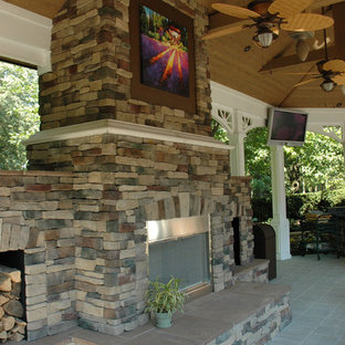 This is an example of a traditional patio in Cincinnati.