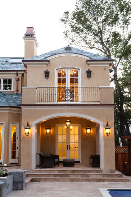 Traditional  by Stewart Associates Architecture & Interiors