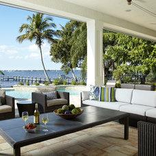 Tropical Patio by Wyman Stokes Builder LLC