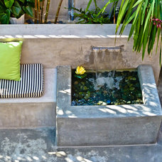 Contemporary Patio by Sennikoff Architects