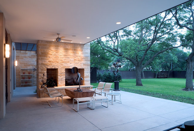 Modern Patio by Bernbaum-Magadini Architects