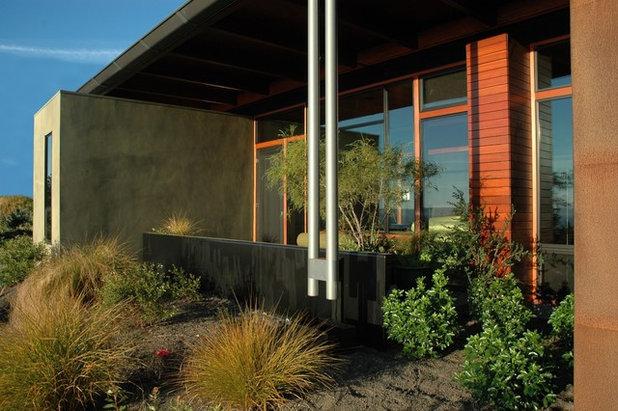 Industrial Patio by Eggleston Farkas Architects
