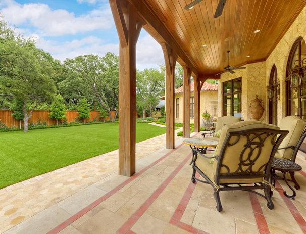 Mediterranean Patio by Harold Leidner Landscape Architects