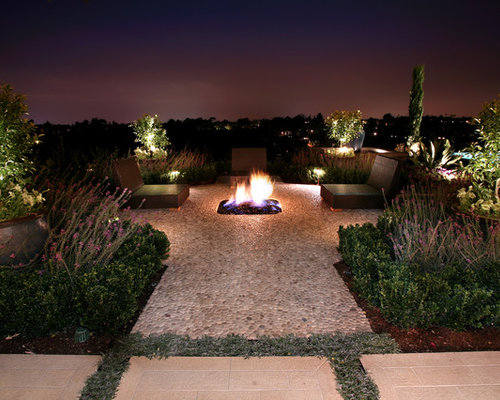 Pebble patio houzz for Landscaping rocks los angeles