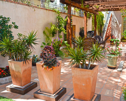 Patio Planters And Pots Photos. Best Patio Planters And Pots Design Ideas   Remodel Pictures   Houzz