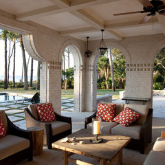 mediterranean patio by Thomas Thaddeus Truett Architect