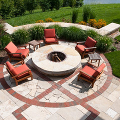 traditional patio by Ginkgo Leaf Studio