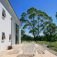 Farmhouse Patio by Northworks Architects and Planners