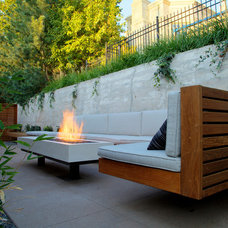 Midcentury Patio by Designs by Sundown