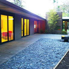 Contemporary Patio by Hart Wright Architects, AIA