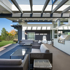 Midcentury Patio by Nest Architectural Design, Inc.