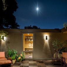 Modern Patio by Koch Architects, Inc.  Joanne Koch