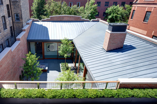 Industrial Patio by Vinci | Hamp Architects