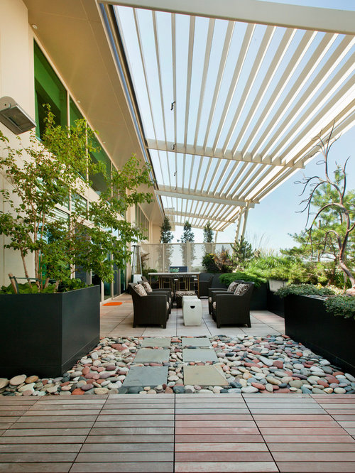 Contemporary Courtyard Covering : Photo of an expansive contemporary courtyard patio in Omaha with an ...