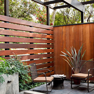 Inspiration for a 1950s patio fountain remodel in Los Angeles with a pergola