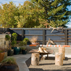 Midcentury Patio by Pearson Design Group