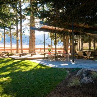 Idées déco pour une terrasse rétro avec une extension de toiture.