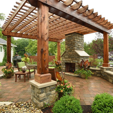 Midwest Outdoor Living in a Bird Lover's Backyard