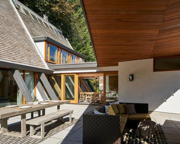Midcentury Patio by Lanefab Design/Build