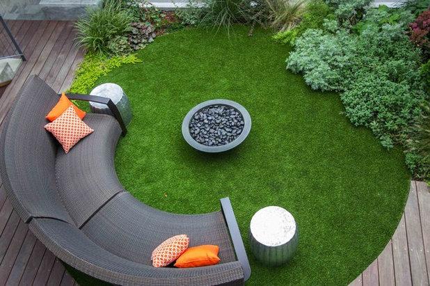 Современный Дворик by Outside Space NYC Landscape Design