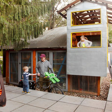 Contemporary Kids by biota - Landscape Design + Build