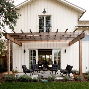 Mid-sized cottage patio photo in San Francisco