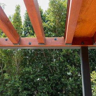 Ispirazione per un patio o portico minimalista di medie dimensioni con una pergola