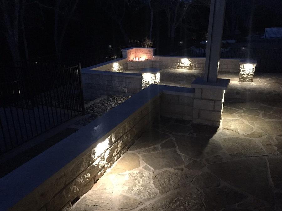 Modern flagstone patio w/ built-in corner gas fire feature & lighting