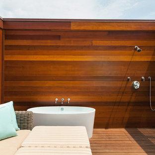 Idee per un grande patio o portico contemporaneo in cortile con pedane e nessuna copertura