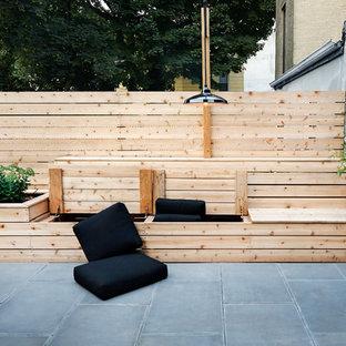 Modelo de patio contemporáneo, pequeño, sin cubierta, en patio trasero, con jardín de macetas y adoquines de hormigón