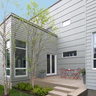 Esempio di un piccolo patio o portico moderno nel cortile laterale con nessuna copertura e cemento stampato