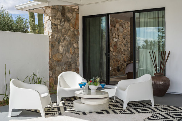 Nice Midcentury Patio by BOXHILL