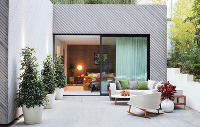 Houzz Tour: Neutral Contemporary Makes Way for Clean-Lined Cozy