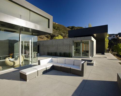 Minimalist Concrete Patio Photo In Los Angeles