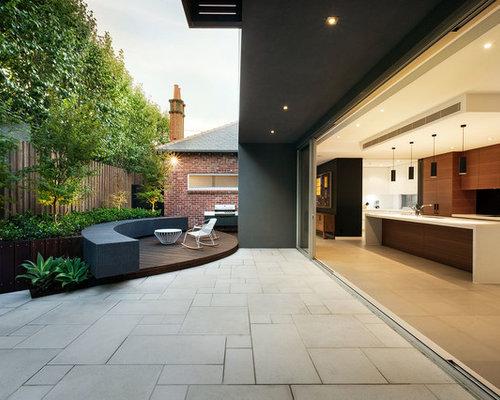 Modern Backyard Patio Idea In Melbourne