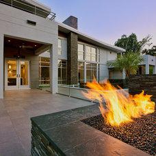 Modern Patio by CRFORMA DESIGN:BUILD