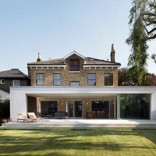 Foto di un patio o portico moderno con nessuna copertura