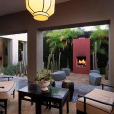 Midcentury Patio by Maienza - Wilson Interior Design + Architecture