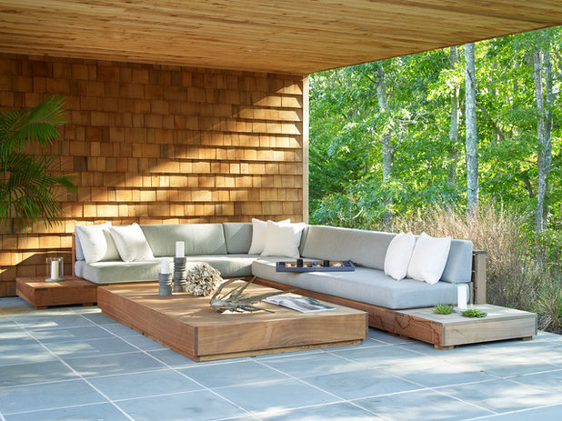 Coastal Patio by Living Wood Design