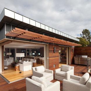 Cette photo montre une terrasse et balcon tendance avec une pergola.